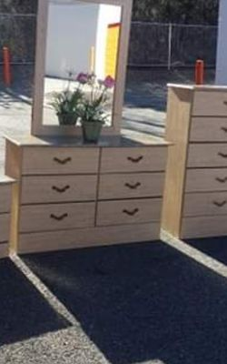 QUALITY SET 5 PIECE TWIN SIZE BED , DRESSER, MIRROR, NIGHSTAND AND CHEST GREAT CONDITION for Sale in Fairfax,  VA