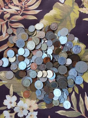 Coins from 40+ deferent country's for Sale in Millbrook, AL