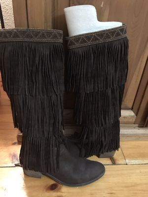 Donald Pliner size 9, brown suede fringe boots for Sale in Pittsfield, MA