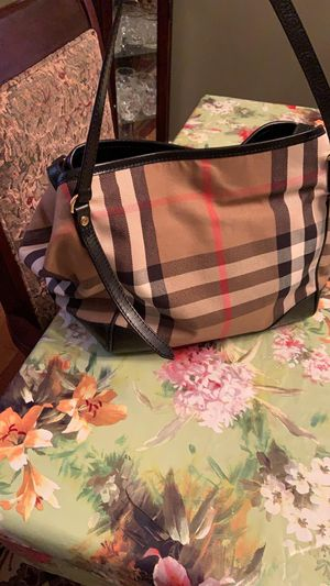 Used in good condition Burberry bag for Sale in Dumont, NJ