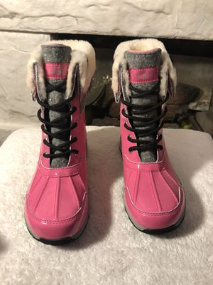 KIDS UGG RAINING/SNOW BOOTS SIZE 4 for Sale in Los Angeles, CA