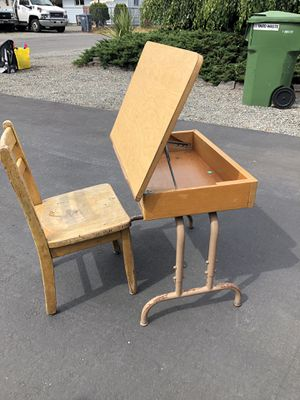 Kids desk and chair for Sale in Lakewood, WA