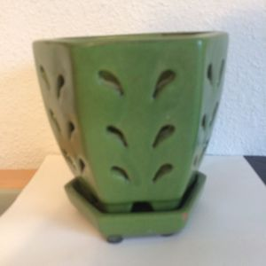 Cute vintage green planter could fill with fake succulents! for Sale in Bellevue, WA