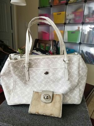 Authentic Coach purse and wallet bundle for Sale in Lincoln Acres, CA