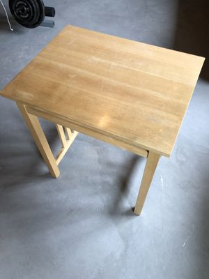 Small computer table with pull-out shelf for Sale in Bayport, MN