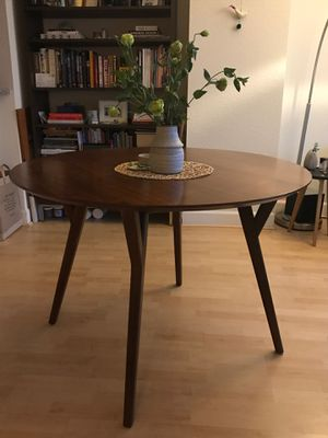 West Elm Mid-century Round Dining Table for Sale in Tustin, CA