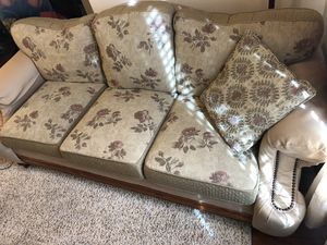 Bassett couch and matching recliner chair for Sale in Oregon City, OR