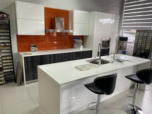 Modern kitchen cabinet display with quartz countertops for Sale in Dania Beach, FL