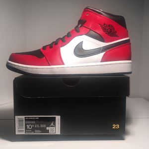 "Air Jordan 1 Mid ""Chicago Black Toes "" size 10.5 for Sale in Anderson, SC"