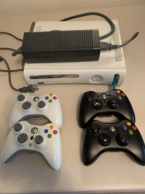 XBOX Halo 360 4 controllers and 3 Halo games for Sale in Renton, WA