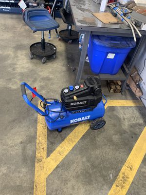 Kobalt 8 gallon oil less air compressor for Sale in Columbus, OH