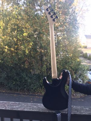 Bass guitar for Sale in Danbury, CT