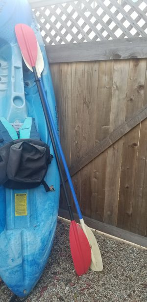 Sit on kayak, 2 paddles one never used, and a new life jacket. 200 cash. for Sale in Newport Beach, CA