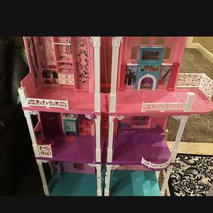Barbie dream house playhouse in good condition comes with accessories for Sale in Inkster, MI