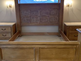King Size Bedroom Set From Seldens for Sale in Normandy Park,  WA