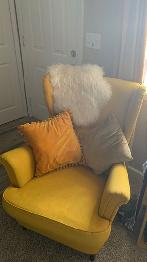 Yellow accent chair for Sale in Inkster, MI