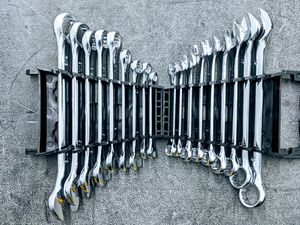 """Wrench metric (7mm to 19mm) and sae (1/4"""" to 3/4"""") for Sale in Houston, TX"""