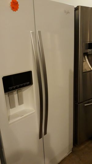 Whirlpool side by side refrigerator excellent condition 4months warranty for Sale in Halethorpe, MD