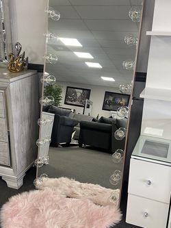 Full Size Vanity Mirror for Sale in Fresno,  CA
