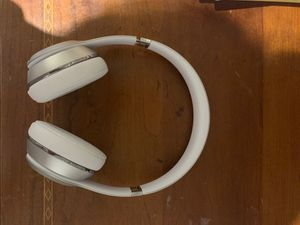 Beats Solo 3 (comes with a case and charging cables) for Sale in Miami Beach, FL