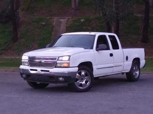 2006 Chevy Silverado 1500 truck for sale for Sale in Rancho Cucamonga, CA