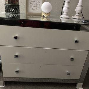 White /mirror Dresser for Sale in Stone Mountain, GA