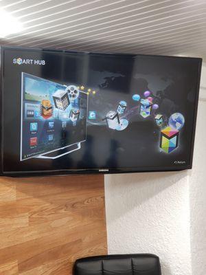 Sansung smartv HUB. Con control. for Sale in El Monte, CA