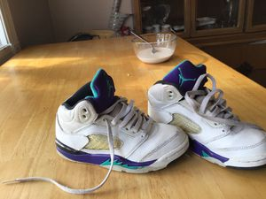 Jordan's white and purple and blue and black for Sale in Hyattsville, MD