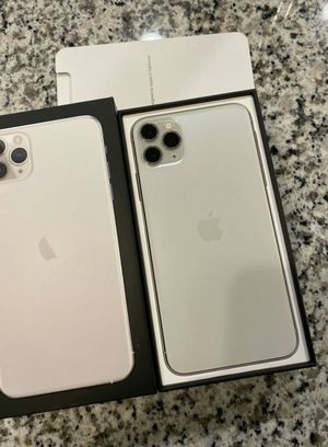 Iphone 11 Pro Max - 256GB - Silver (Unlocked) for Sale in Las Vegas, NV