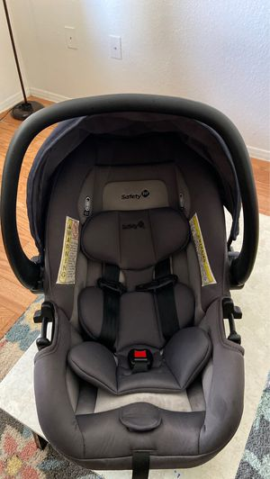 Infant car seat with base for Sale in LOS RNCHS ABQ, NM