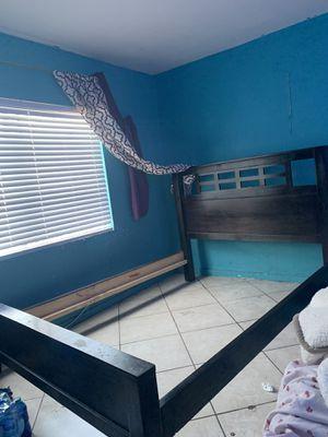 Queen bed frame for Sale in Hawaiian Gardens, CA
