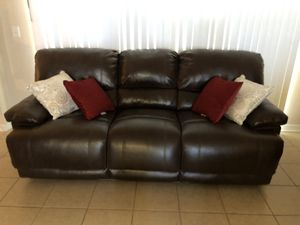 Free couch for pick up only for Sale in Spring Hill, FL