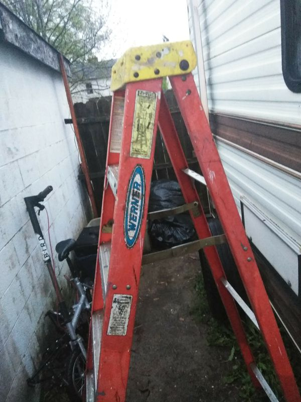 Fiberglass step ladder 6 ft