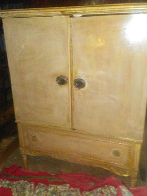 Sligh Furniture Company 5 drawer French chest for Sale in Fort Worth, TX