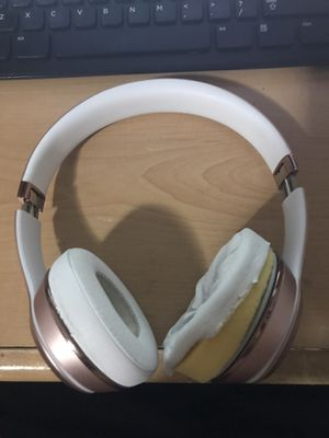 Beats Solo 3 with charger (Working) for Sale in Miami, FL