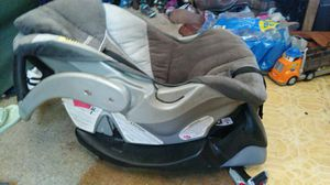Car seat and base for Sale in Great Falls, MT