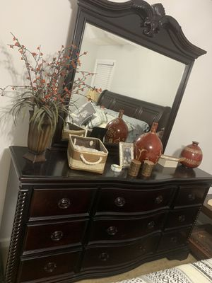 Bedroom Set is good condition. for Sale in Lawrenceville, GA