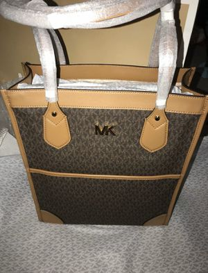 Large Michael Khors Tote for Sale in Waimea, HI