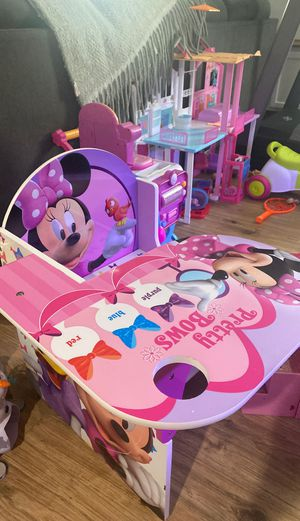 Minnie mouse kids desk for Sale in Bloomingdale, IL