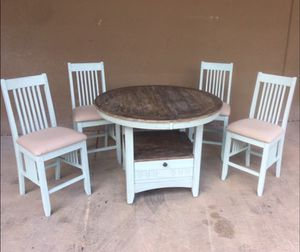 Extendable High Top Table and Chairs for Sale in Atlanta, GA