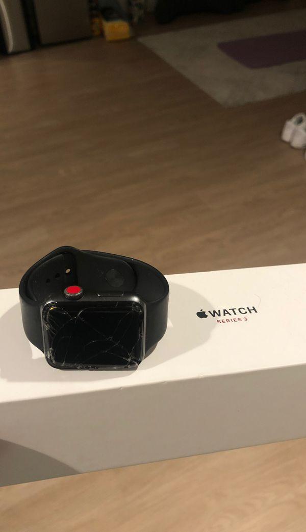 Apple 3 watch cracked screen