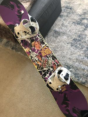 Forum YoungBlood Snowboard 157w and Flow Bindings for Sale in North Bethesda, MD