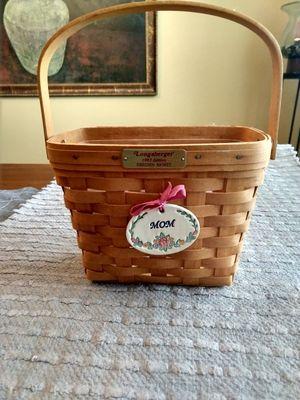 "Longaberger Dresden Basket w/ceramic ""MOM"" tag for Sale in Menifee, CA"