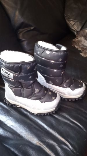 Girls rain boots / snow boots size 1 and 1/2 toddler / youth in great condition brand new condition for Sale in Orange, CA