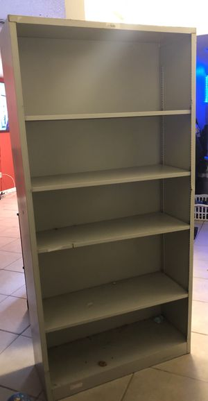 Metal shelf 35W 71 Height for Sale in Haines City, FL