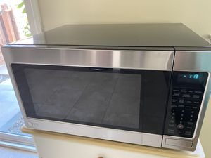 LG stainless steel microwave for Sale in Pico Rivera, CA