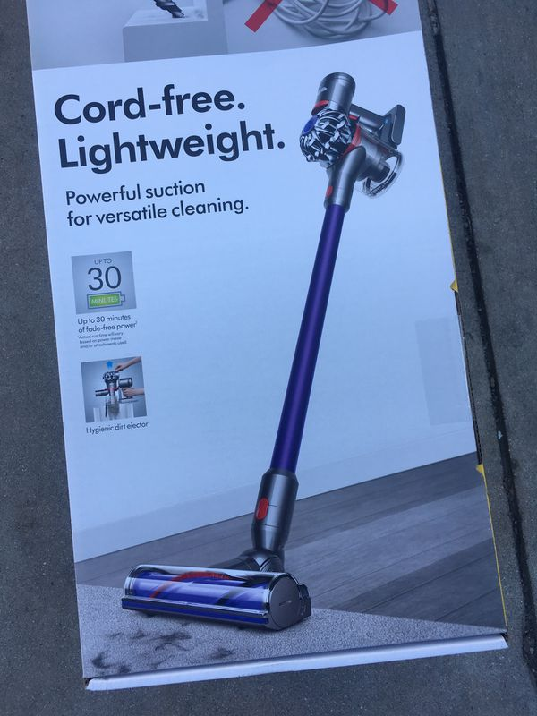 The Dyson V7 Motorhead vacuum cleaner. With 75% more brush bar power than the Dyson V6™ cord-free vacuum.