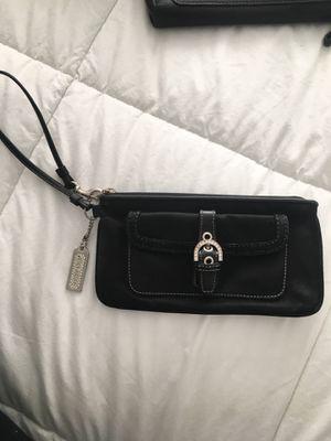 Coach wristlet purse for Sale in Miami, FL
