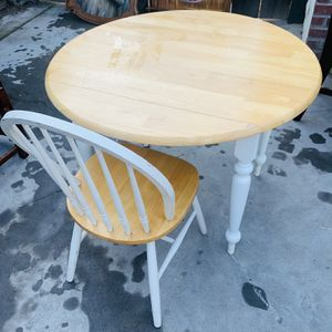 SMALL ROUND DINING TABLE WITH A CHAIR for Sale in Fresno, CA