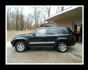 [2OO5] Jeep Grand Limited Cherokee 5.7L Hemi V8 Navigation Clean Title Rear Bumper Color for Sale in Columbia, SC